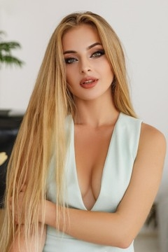 Kristina from Ivano-Frankovsk 24 years - attractive lady. My mid primary photo.