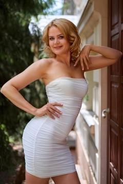Svetlana  42 years - single lady. My mid primary photo.