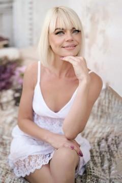 Irina  39 years - soft light. My mid primary photo.