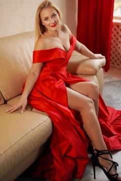 Svitlana from Lutsk 28 years - favorite dress. My mid primary photo.
