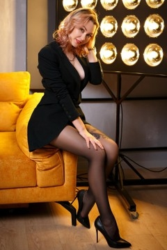 Nastya from Zaporozhye 27 years - bright smile. My mid primary photo.