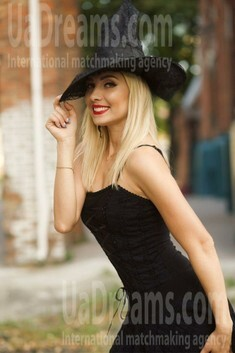 Julia from Sumy 31 years - Warm-hearted girl. My small public photo.