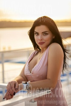 Tina from Zaporozhye 29 years - on a summer outing. My small public photo.