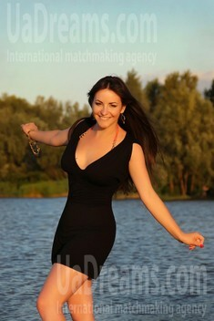 Alyona from Zaporozhye 25 years - beautiful and wild. My small public photo.