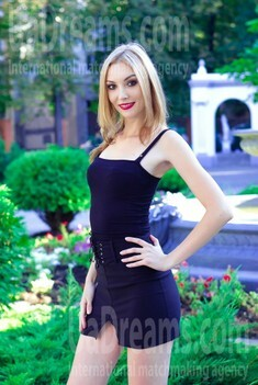 Julie from Sumy 27 years - romantic girl. My small public photo.