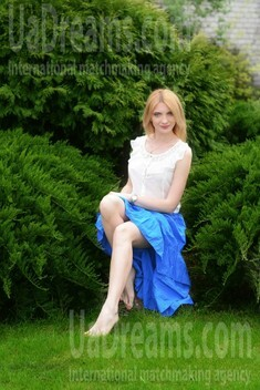 Lily from Kharkov 32 years - want to be loved. My small public photo.