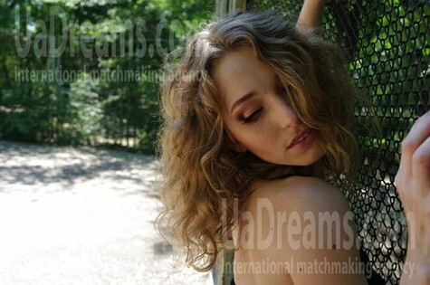 Julie from Zaporozhye 29 years - looking for relationship. My small public photo.