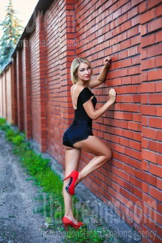 Natalie from Zaporozhye 33 years - carring woman. My small public photo.