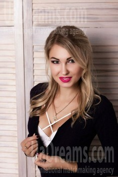 Natalie from Zaporozhye 34 years - on a summer outing. My small public photo.