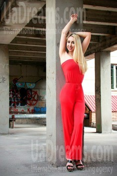 Ksenia from Zaporozhye 35 years - want to be loved. My small public photo.