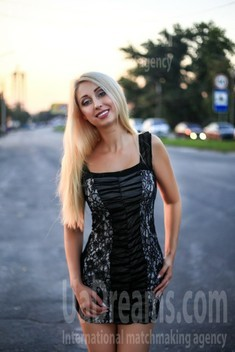 Ksenia from Zaporozhye 36 years - want to be loved. My small public photo.