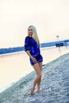 Ksenia from Zaporozhye 35 years - natural beauty. My small public photo.