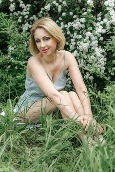 Ksenia Zaporozhye 37 y.o. - intelligent lady - small public photo.