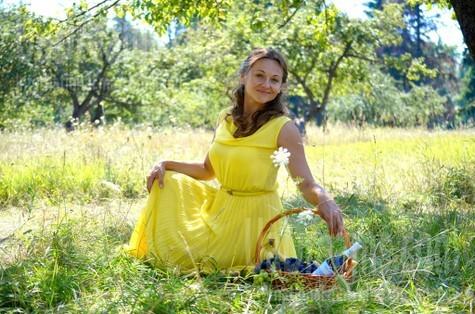 Larisa from Sumy 40 years - ukrainian woman. My small public photo.