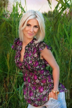 Yana from Dnipro 29 years - Kind-hearted woman. My small public photo.