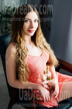 Anna from Cherkasy 27 years - single russian woman. My small public photo.