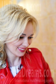 Larysa from Rovno 39 years - eyes with love. My small public photo.