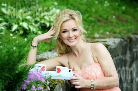 Larysa from Rovno 39 years - searching life partner. My small public photo.