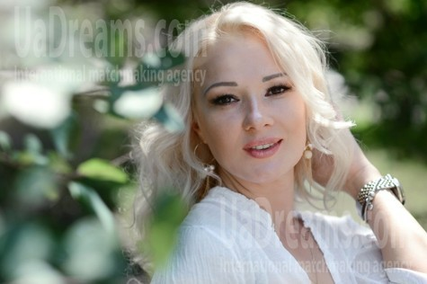 Larysa 39 years - ukrainian girl. My small public photo.