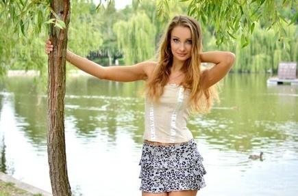 Lily from Rovno 23 years - loving woman. My small public photo.