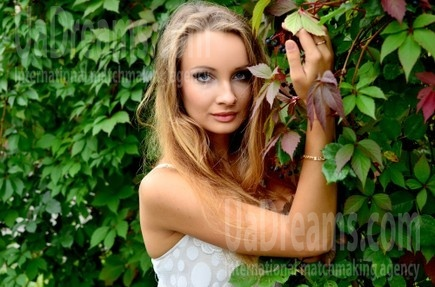 Lily from Rovno 23 years - seeking soulmate. My small public photo.
