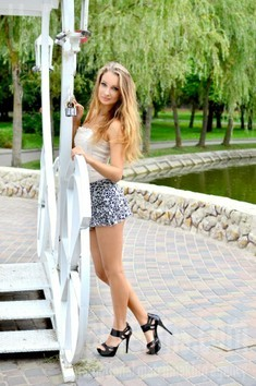 Lily from Rovno 23 years - ukrainian bride. My small public photo.
