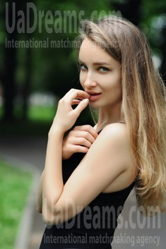 Lily from Rovno 23 years - girl for marriage. My small public photo.