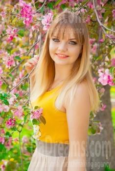 Alina from Sumy 27 years - seeking man. My small public photo.