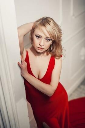 Svetlana from Kharkov 36 years - cool photo shooting. My small primary photo.