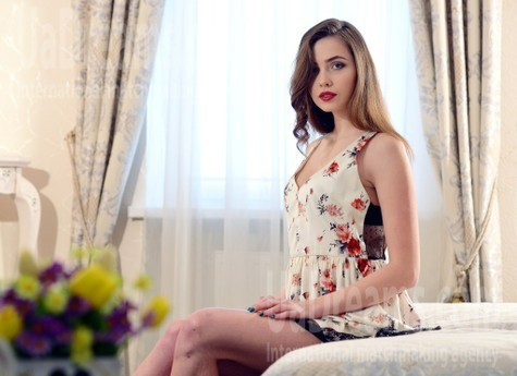 Anna from Rovno 24 years - seeking soulmate. My small public photo.