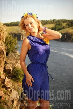 Tanya from Zaporozhye 38 years - on a summer outing. My small public photo.