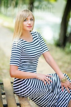 Alina from Ivanofrankovsk 25 years - ukrainian woman. My small public photo.