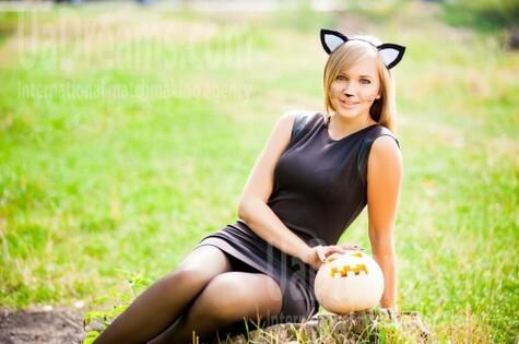 Alina from Ivanofrankovsk 25 years - seeking soulmate. My small public photo.