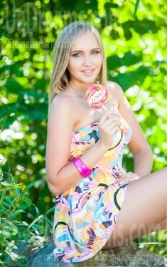 Alina from Ivanofrankovsk 25 years - search for love. My small public photo.
