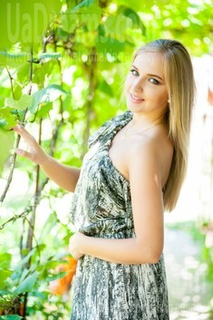 Alina from Ivanofrankovsk 24 years - searching life partner. My small public photo.