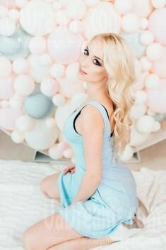 Elina from Poltava 24 years - hot lady. My small public photo.