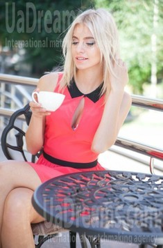 Alena from Poltava 24 years - ukrainian bride. My small public photo.