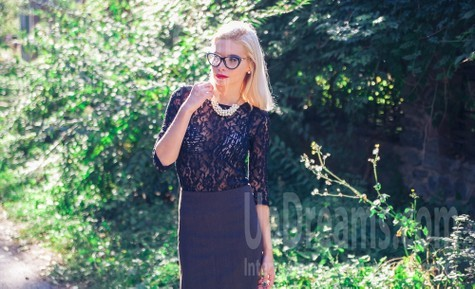Alena from Poltava 25 years - beautiful woman. My small public photo.