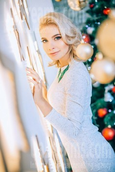 Alena from Poltava 24 years - bright smile. My small public photo.