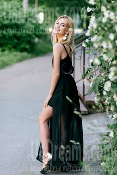 Alena from Poltava 26 years - look for a man. My small public photo.