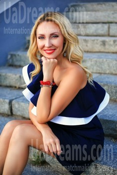 Olechka from Zaporozhye 39 years - carring woman. My small public photo.