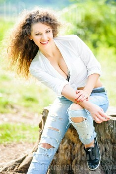Yuliya from Ivanofrankovsk 24 years - easy charm. My small public photo.