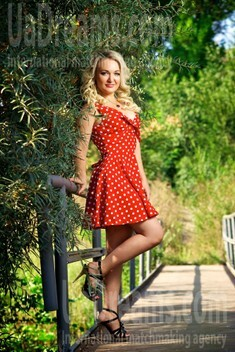 Julie from Zaporozhye 40 years - smiling for you. My small public photo.