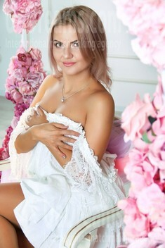 Tonya from Zaporozhye 34 years - eyes lakes. My small public photo.