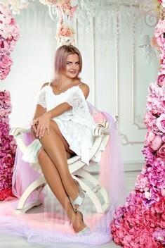 Tonya from Zaporozhye 34 years - ukrainian girl. My small public photo.