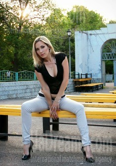 Alina from Zaporozhye 35 years - kind russian girl. My small public photo.