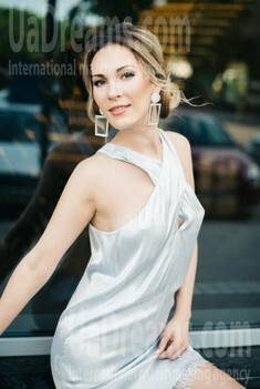 Alina from Zaporozhye 37 years - charm and softness. My small public photo.