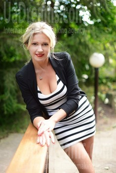 Viktoriya from Kharkov 40 years - nice smile. My small public photo.