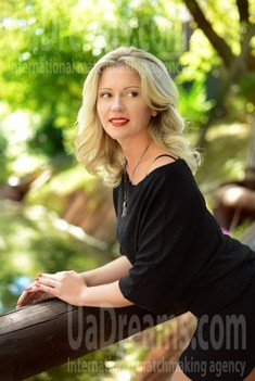 Viktoriya from Kharkov 40 years - easy charm. My small public photo.