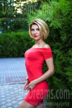 Marina from Zaporozhye 40 years - charm and softness. My small public photo.